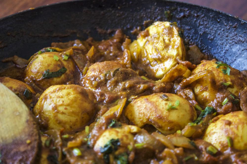 Dimer Dalna Light Bengali Egg Curry_0728_1.jpg