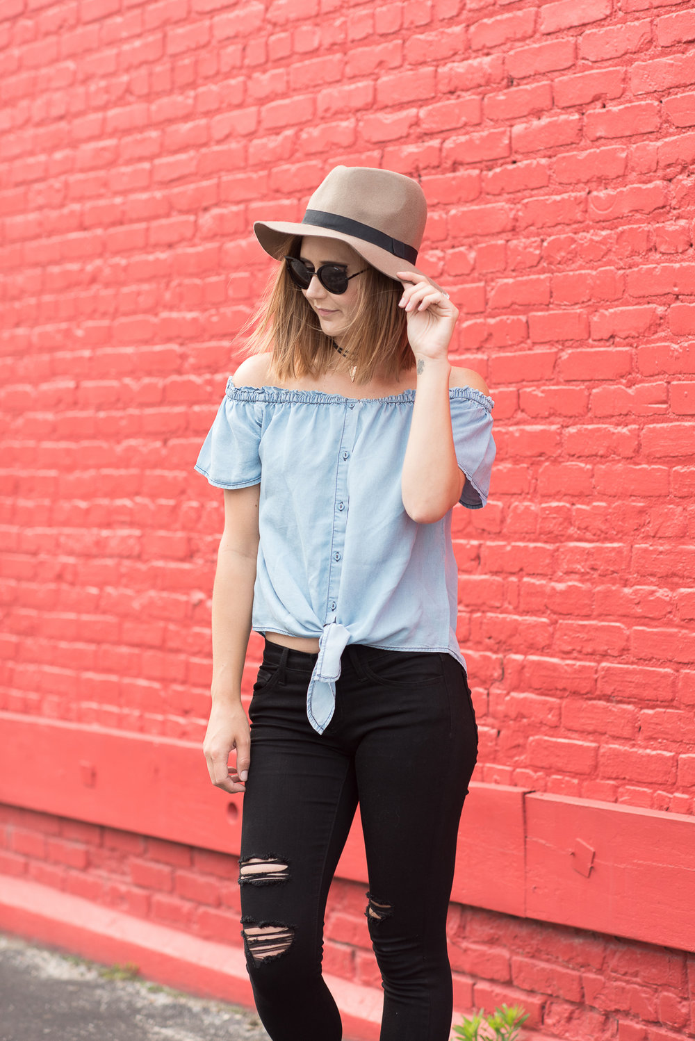 Top: Ferne Boutique  (Similar)  // Pants:  Ferne Boutique  // Hat: DSW  (Similar)