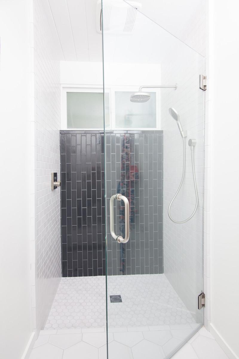 los-cerros-bath.jpg