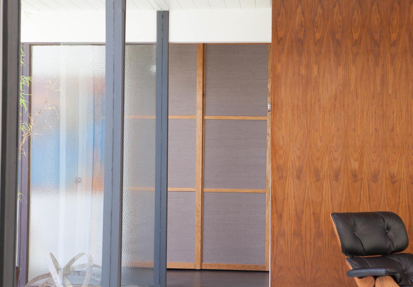 DIY Eichler Grasscloth Closet Doors & DIY Eichler Grasscloth Closet Doors u2014 Mid Century Modern Interior ...