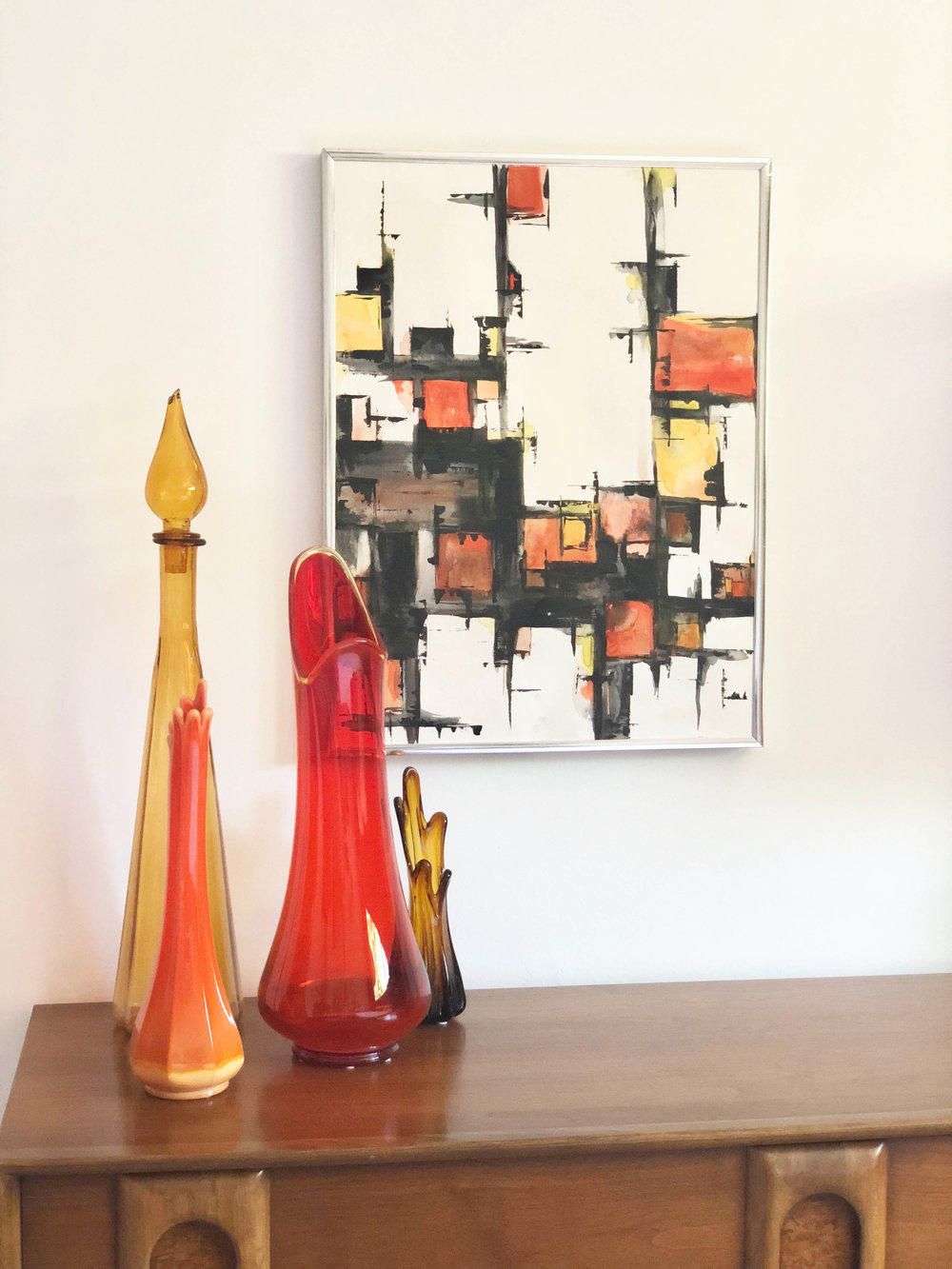 Jenny created so many vibrant paintings throughout their home .... with perfect accessories.
