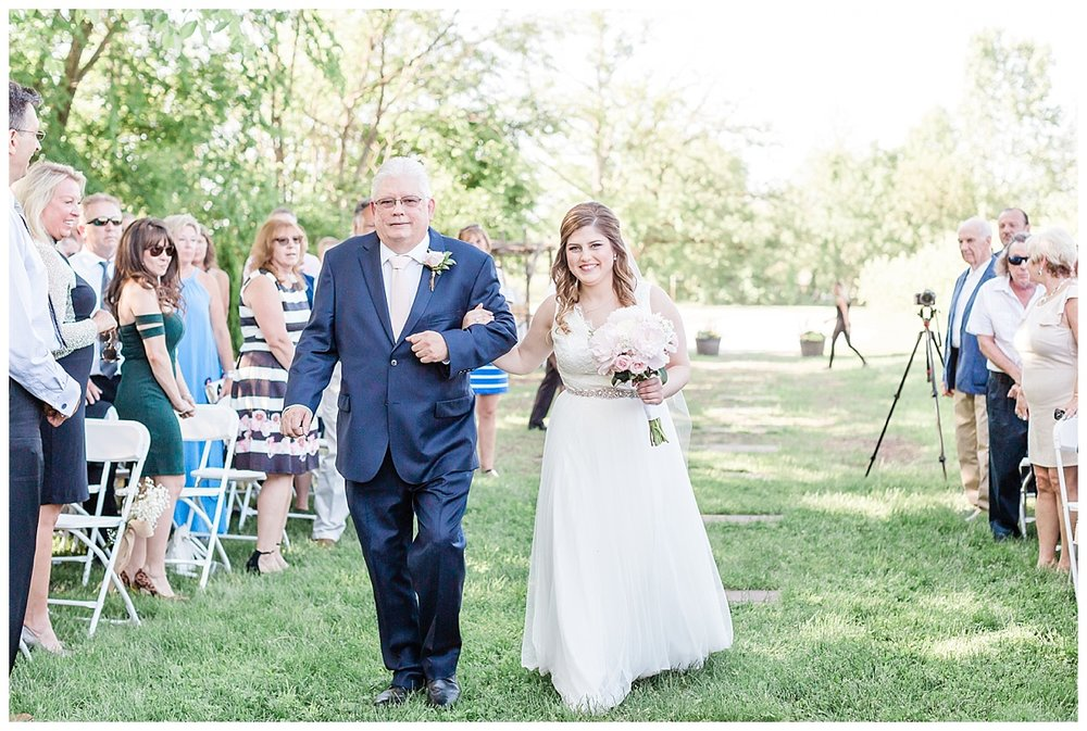 county-line-orchard-spring-wedding-chicago-photographer-light-airy_0020.jpg