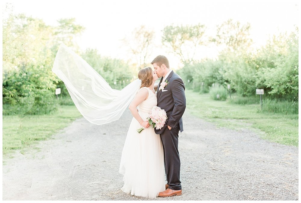 county-line-orchard-spring-wedding-chicago-photographer-light-airy_0048.jpg