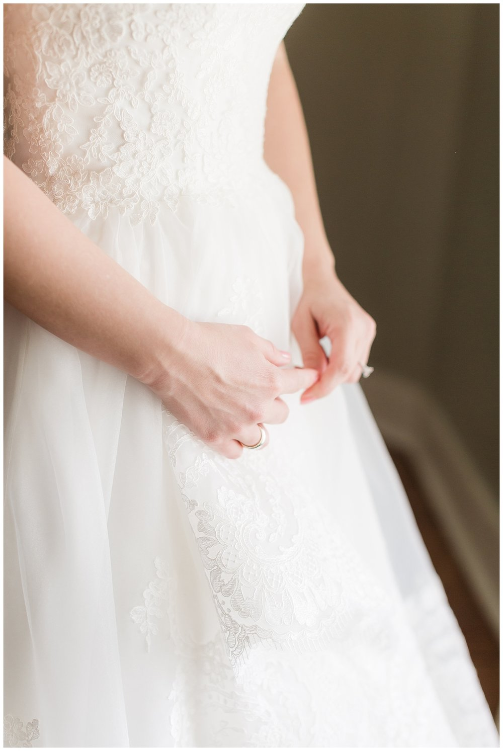 chicago-wedding-photographer-summer-ashley-farms-yorkville-light-airy-lace-dress_0005.jpg