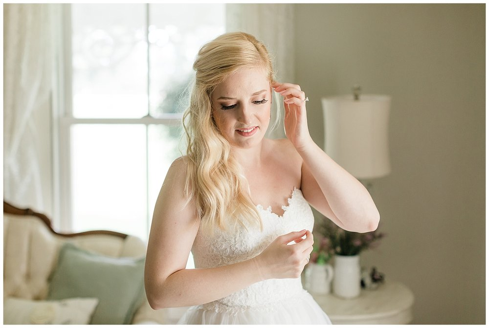 chicago-wedding-photographer-summer-ashley-farms-yorkville-light-airy-lace-dress_0016.jpg