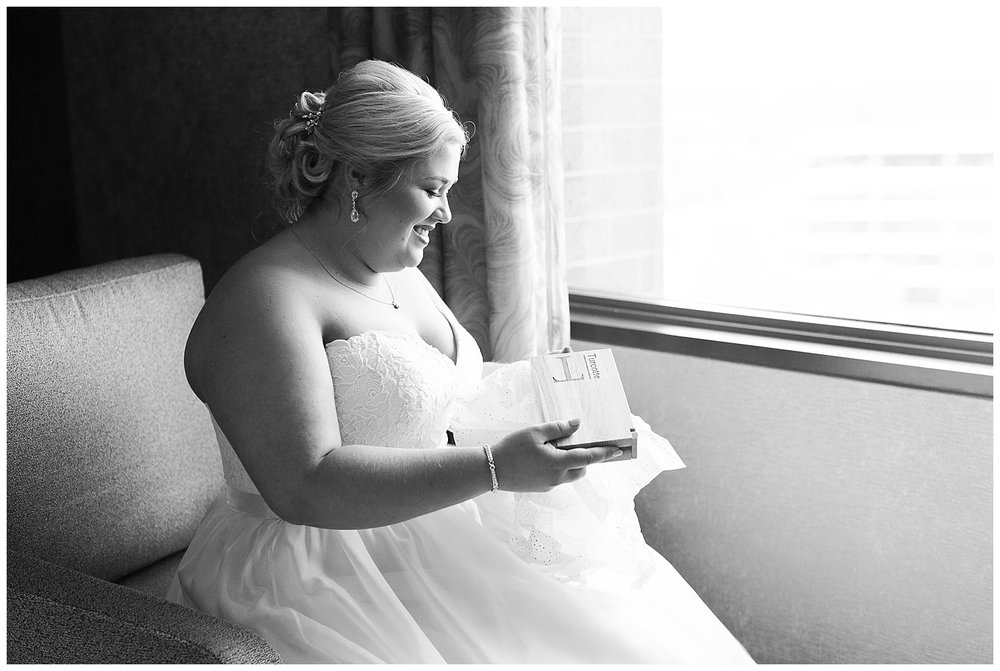 chicago-wedding-photographer-summer-itasca-country-club-classic-elegant_0006.jpg