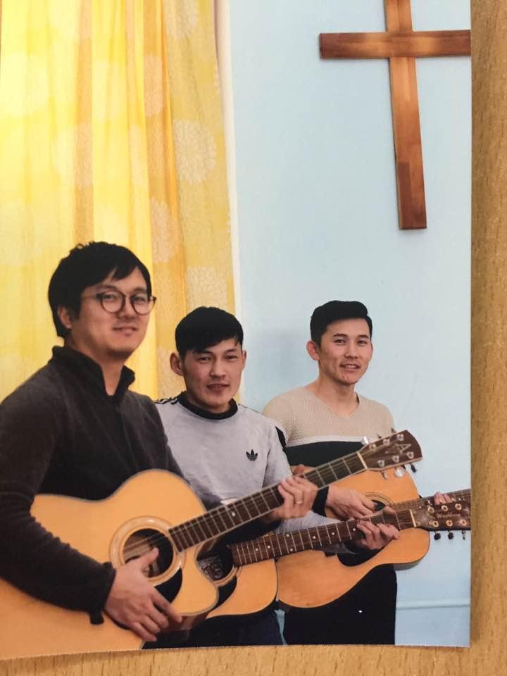 (왼쪽부터) 배현석 전도사님, 자야, 어르헝 형제