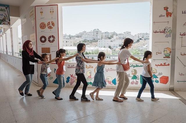 (왼쪽부터) 통역사, 하디제, 미라, 메이순, 루아, 나, 마야