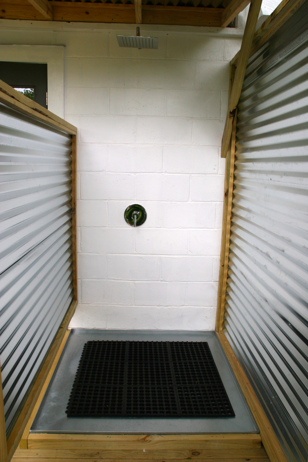 inside of outdoor shower .jpg