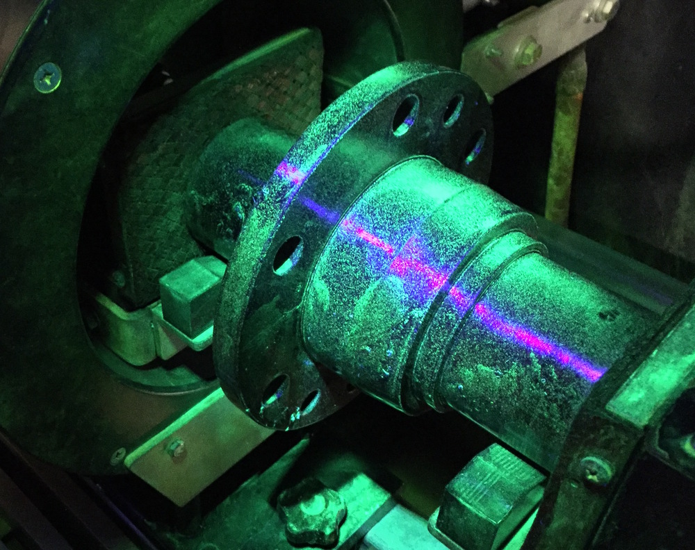 Current Flow fluorescent magnetic Particle Inspection