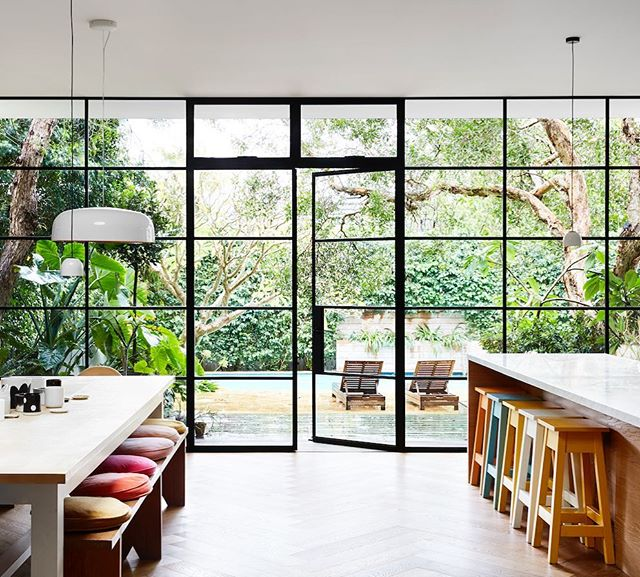 Inside the light filled house of the very lovely @rachelcastleandthings up on @thedesignfiles today 🙌 styling by @annieportelli 📷 @caitlinmillsphotography #home #interiorphotography #lifestylephotography #interior #sydney #green