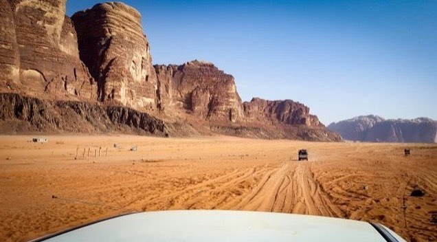 Are you coming to Jordan soon? Book a Wadi Rum Jeep Tour with us while we still have availability! Follow the link to read more: https://goo.gl/fmWSyx  Nice photo @akankshanegi  #wadirumnaturetours #wadirum #wadirumdesert #shareyourjordan #visitjordan #traveljordan #wanderlust #wander #instatravel #jordanie #giordania #jordanien #travelgram #Иордания #travel #jordan