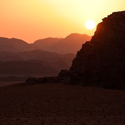 Another fantastic Wadi Rum sunset! At the end of each day, the last stop on our tours is a fantastic place to view the sunset. Visit our website to learn more: wadirumnaturetours.com  Nice photo Nikita! @nikitasamsara  #wadirumnaturetours #wadirum #wadirumdesert #shareyourjordan #visitjordan #traveljordan #wanderlust #wander #instatravel #jordanie #giordania #jordanien #travelgram #Иордания #travel #jordan