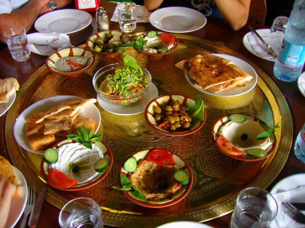 A Jordanian mezze. Photograph by Unai Guerra, distributed under a  CC BY-SA 2.0  license.