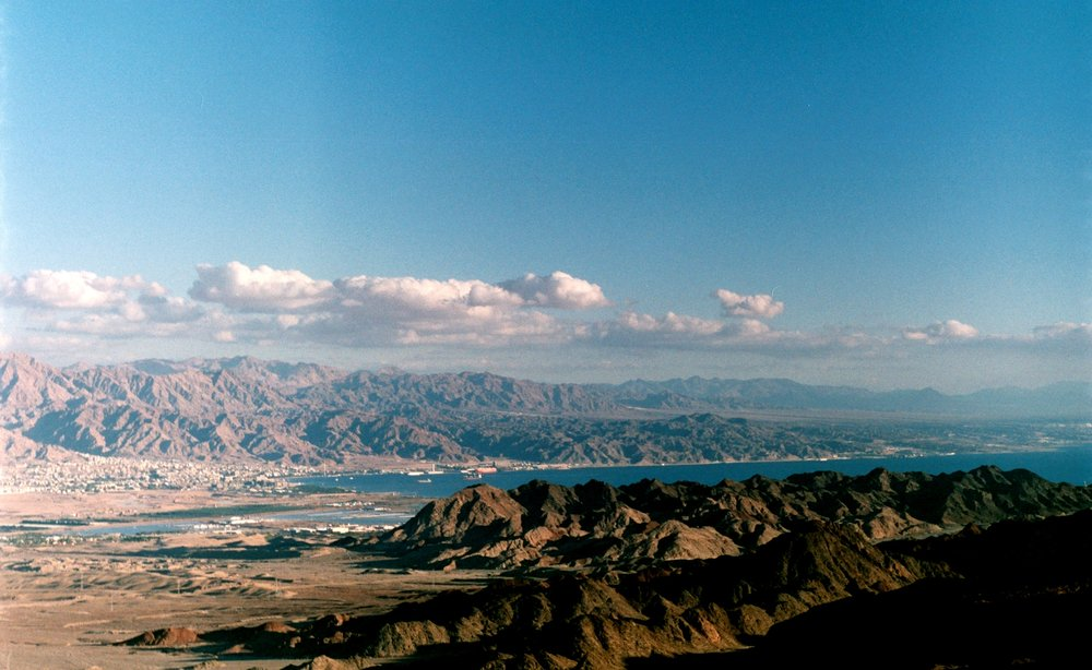 A view of Aqaba Bay from the Israel National Trail. Photograph by Beny Shlevich, distributed under a  CC BY 2.0  license.