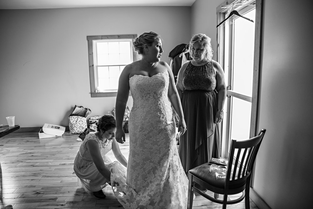 LiganoreWineryWedding-Amber&Andy-GettingReady-154.jpg