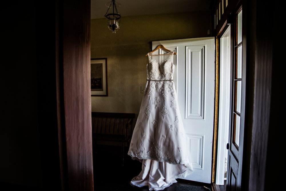 EastLynnFarmWedding-Steph&Aaron-GettingReady-100.jpg