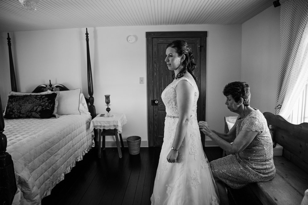 EastLynnFarmWedding-Steph&Aaron-GettingReady-123.jpg