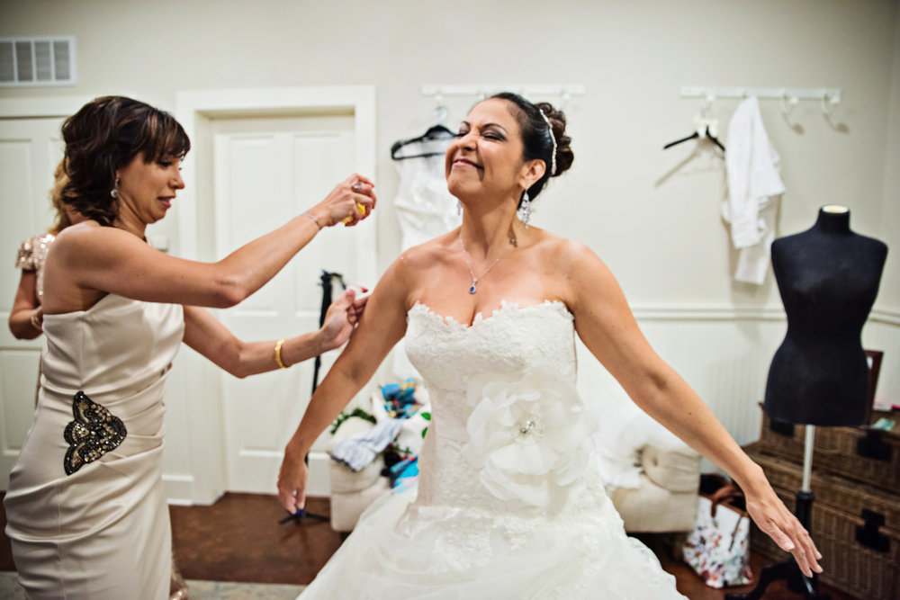 KingFamilyVineyardWedding-GettingReady-261.jpg