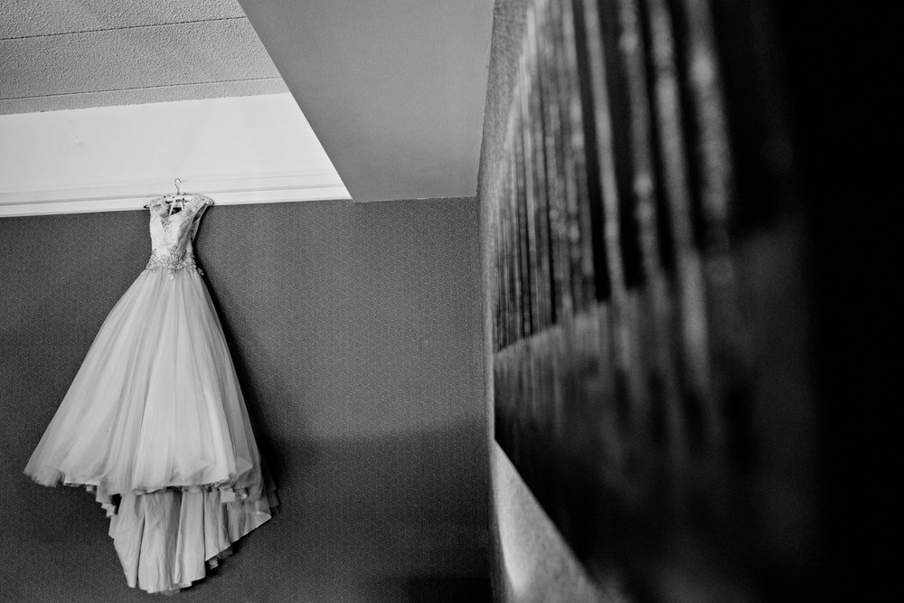 HowardCountyConservencyWedding-Caylie&Dan-GettingReady-11.jpg