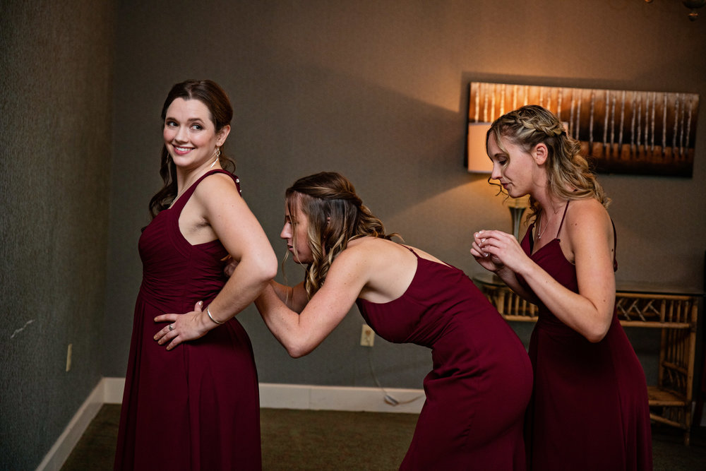 HowardCountyConservencyWedding-Caylie&Dan-GettingReady-27.jpg