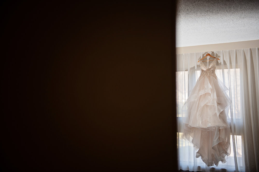 ValleyMansionWedding-Colleen&Conor-GettingReady-95.jpg