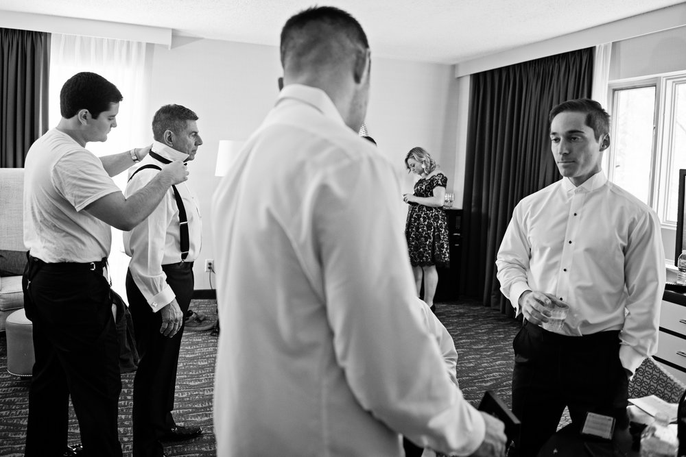 ValleyMansionWedding-Colleen&Conor-GettingReady-173.jpg