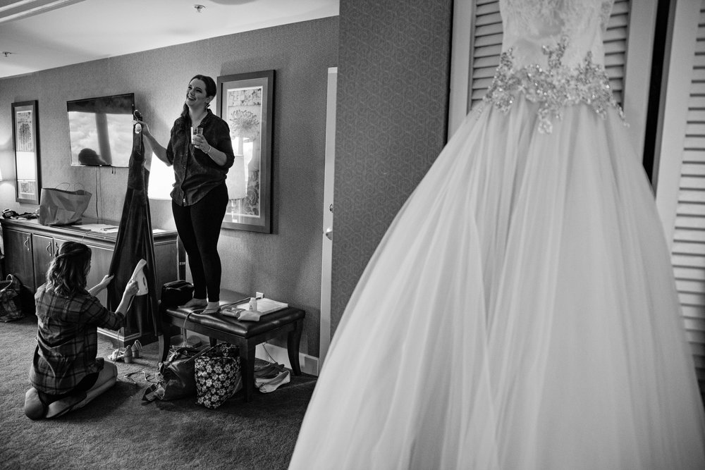 HowardCountyConservencyWedding-Caylie&Dan-GettingReady-20.jpg