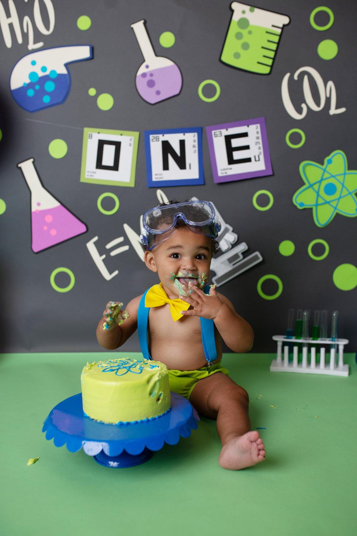 anchorage-cake-smash-photographer-4.jpg