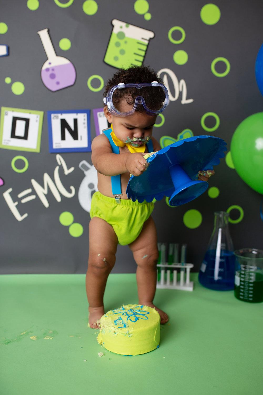 anchorage-cake-smash-photographer-6.jpg