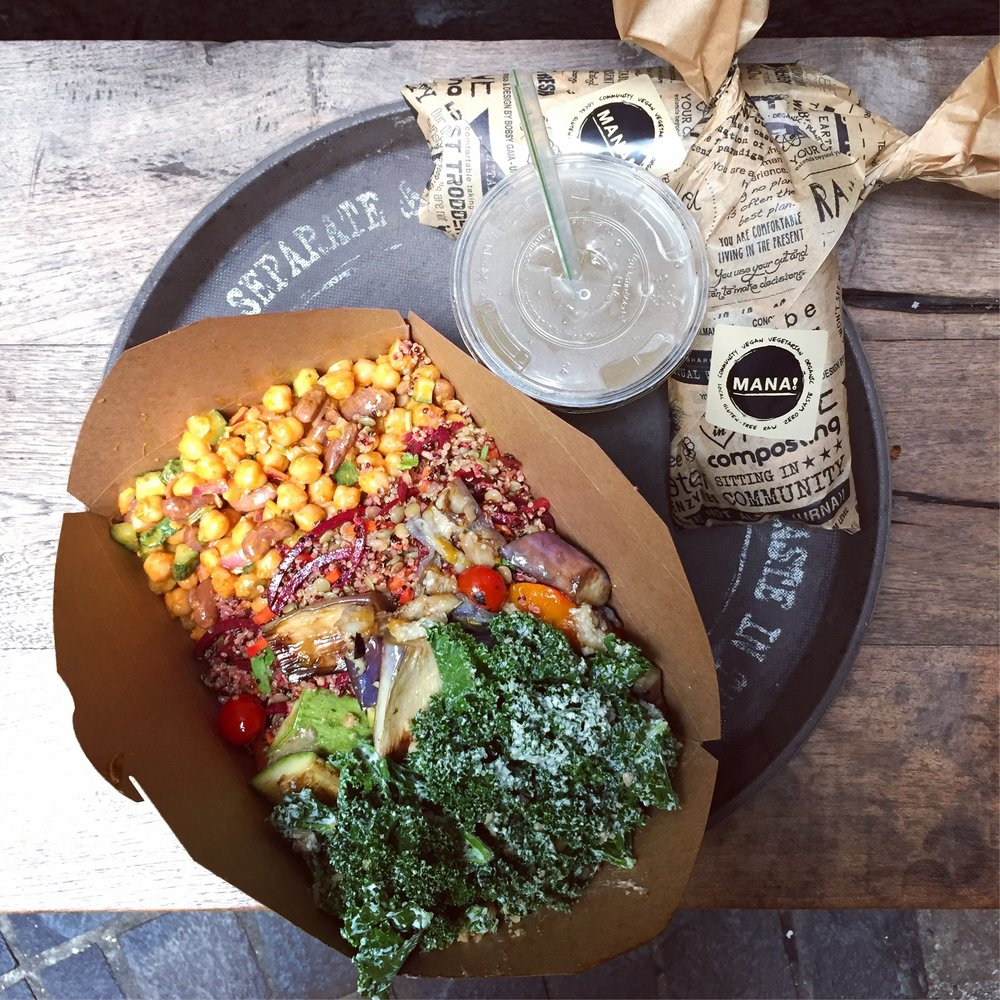 Rainbow salad, teff wraps & fresh lemonade @ MANA!