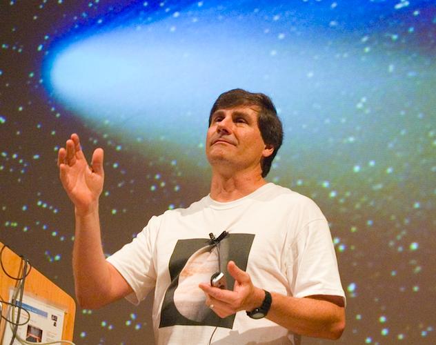 Alex-Filippenko-teaching-comet.png