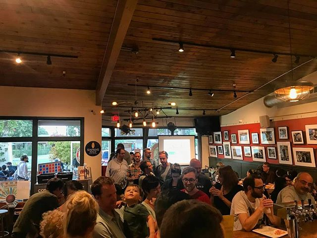 Another packed house at @freewheelbrew where our talented speakers spoke about  how our bodies create sex-dependent functions using our genes and about special cells, oligodendrocytes, and how they play a role in brain disease!  #scicomm #brain #genetics #tasteofscience #science #bartalk