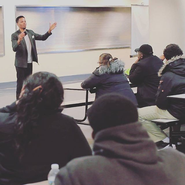 If you have ever seen me speak about paying for college...its like I turn into a whole other person when I start talking. The passion is that deep and that real. Amazing that I get to go across the country to help parents and students prep to avoid debt. I only hope the platform gets bigger from here #milliondollarscholar #scholarships #financialaid #college #studentloansarewhack #debtisdead #newflavor #highschool #forparents #takenote #dontsleep #nodebt