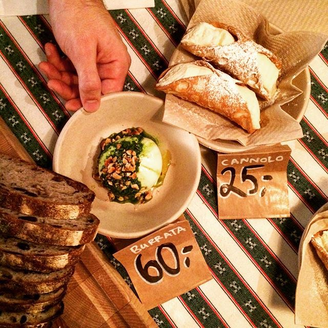 We are glad to be at the very first Slow Cheese Copenhagen 🙌🏼😍 Come and have some super fresh and delicious burrata and cannoli! #latrecciadk #burrata #cannolo #slowcheesecph #slowfoodnordic
