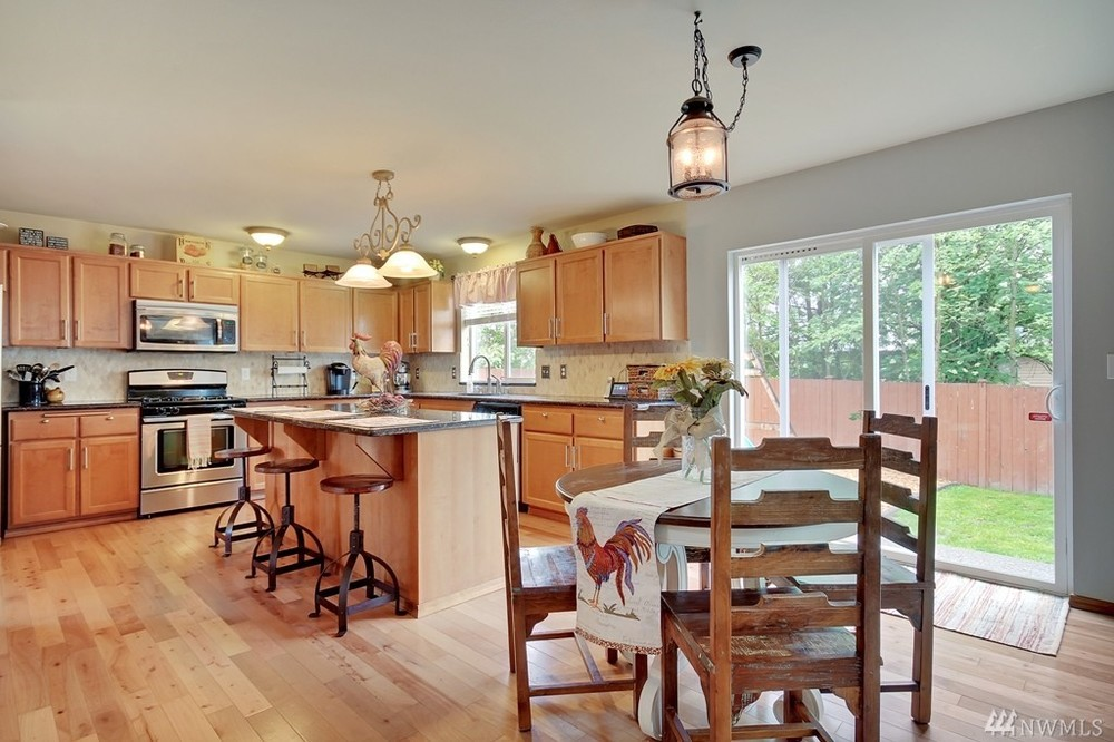 Kitchen Nook - Partial Home Staging