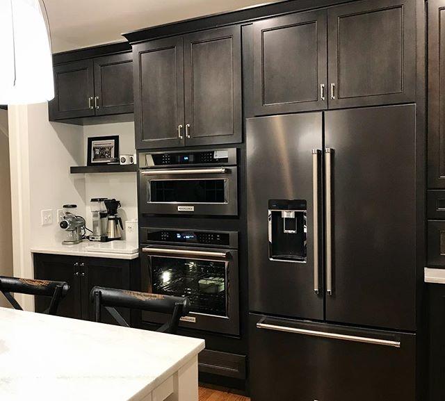 What's cookin'? 🍽😍 . . . . #interiordesign #interiordesigner #kitchendesign #remodel #renovation #designbuild #kitchenaid #treesidelane