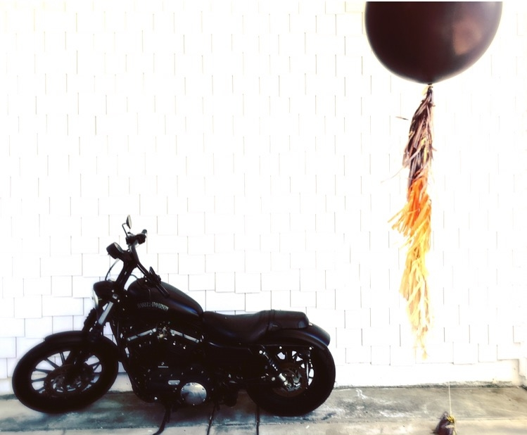 lifted-balloons-black-giant-balloon-harley-davidson