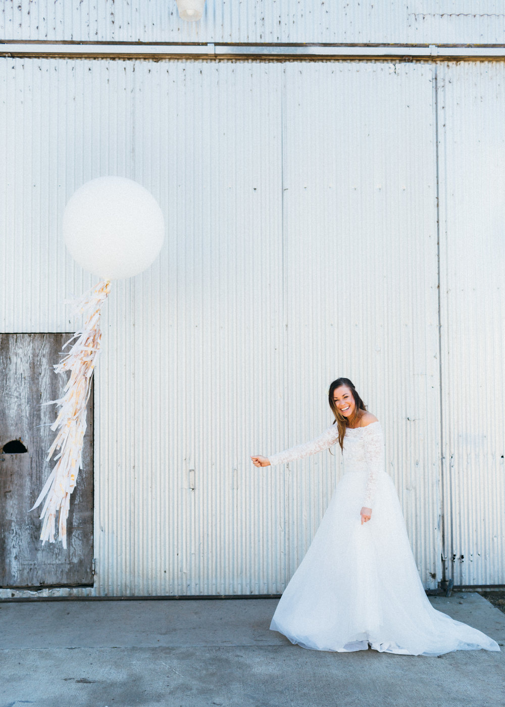 lifted-balloons-martinez-california-wedding-giant-balloon-tassel-tail
