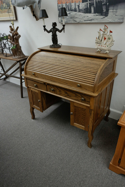 Oak Rolltop Desk 2074.JPG