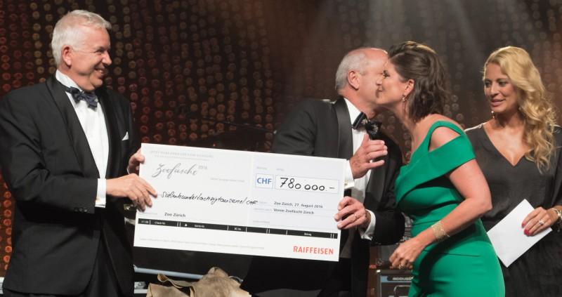 und am Ende der phantastischen Veranstaltung kam ein Betrag von CHF 780' 000.-- zu Gunsten des neuen Australienhauses des Zoo Zürich zusammen....!!