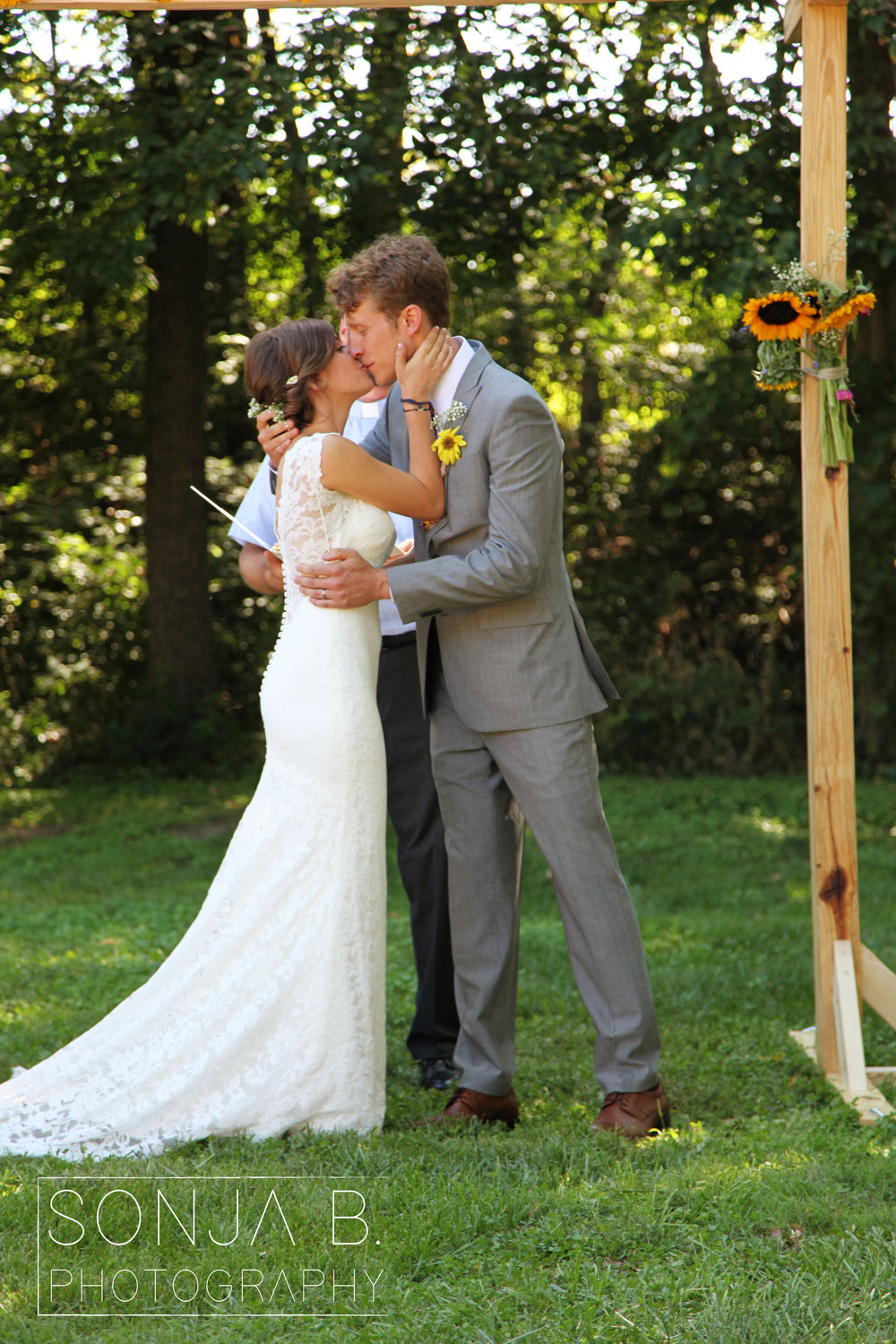 cincinnati wedding gorman farm first kiss.jpg