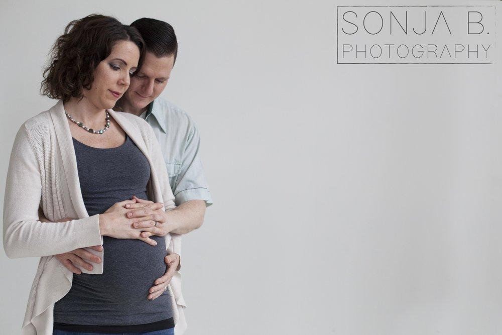cincinnati maternity photo.jpg