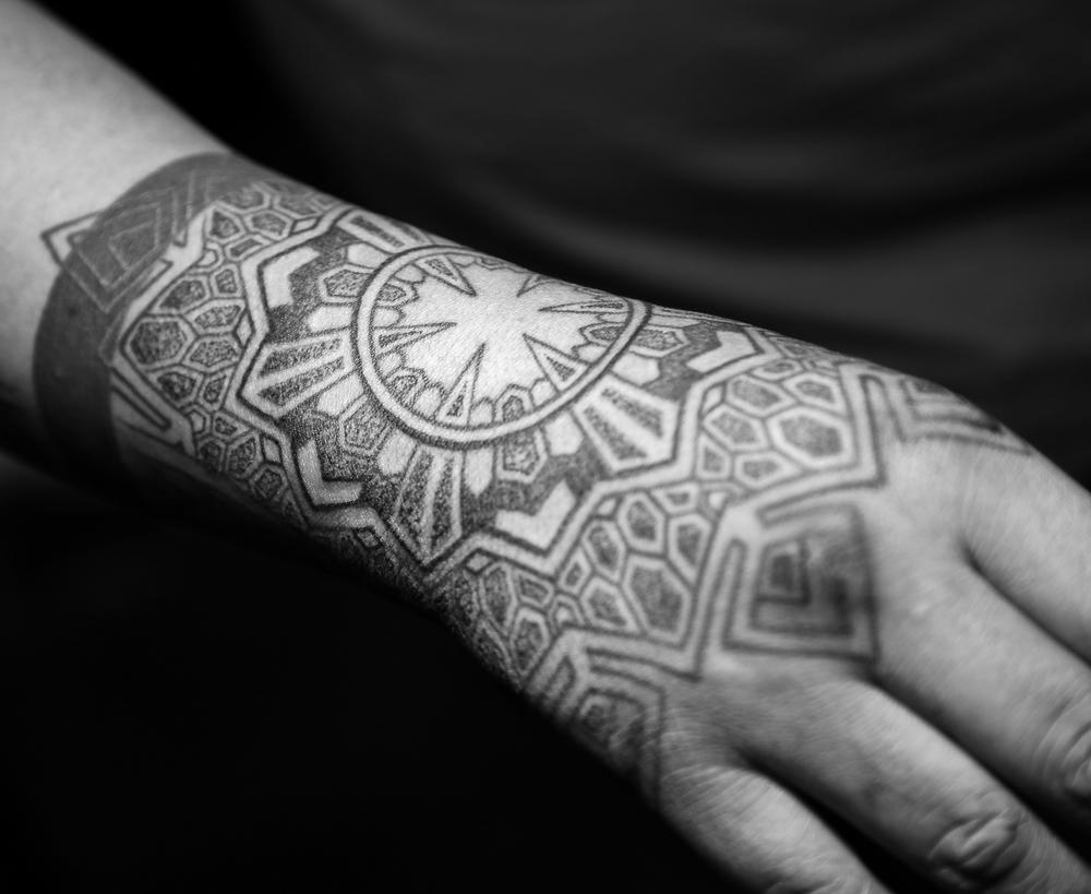 hand tattoo 2 enrique bernal ejay tattoo.jpg