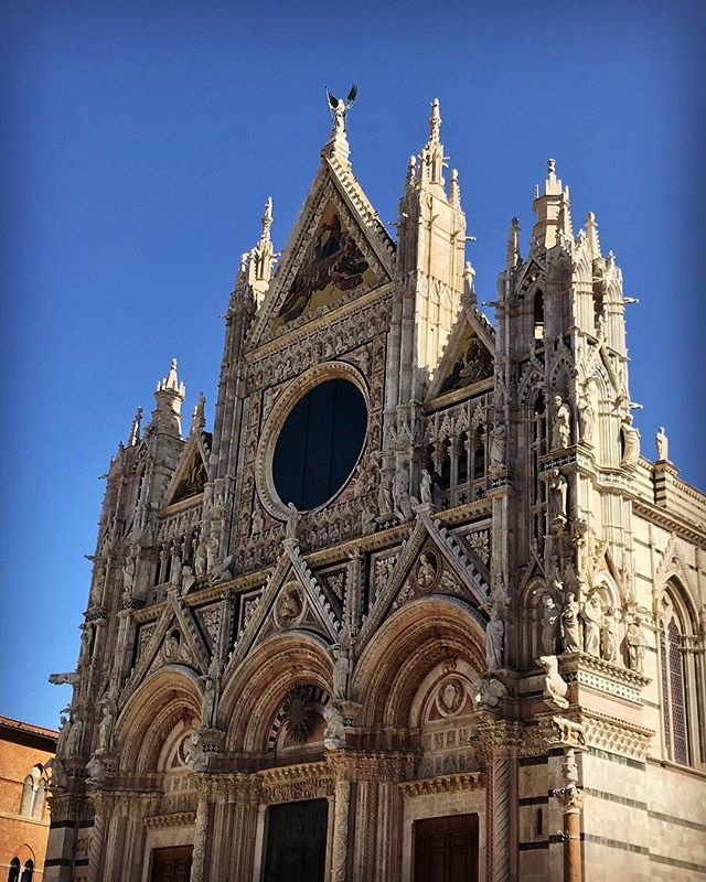 Indescribable views and architecture in Siena.  #siena #duomosiena #medieval #bellisima