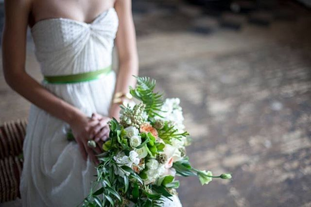 Such a stunning cascade bouquet - soft greens with a pop of coral! @theblisslife_events @flutter_boutique  #styledshoot #styledwedding #greenwedding #emeraldwedding #stpattyday #stpattydaywedding #weddingideas #weddinginspiration #weddingsbybernadette #weddingphotographer #weddingstyle #weddingdecor #weddingstationery #weddingdesign #mnwedding #minnesotawedding #mplswedding #minneapoliswedding #bouquet #weddingflorals #weddingbouquet #bouquetideas #cascadebouquet #saintpatricksday #saintpatricksdaywedding