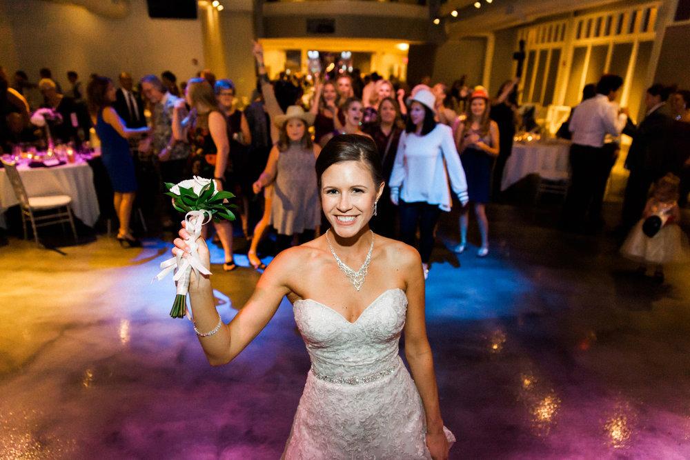 11-muse-event-center-wedding-minneapolis-photographer.jpg