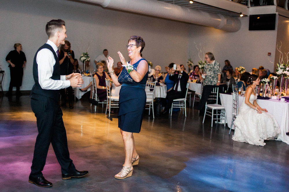 14-muse-event-center-wedding-minneapolis-photographer.jpg