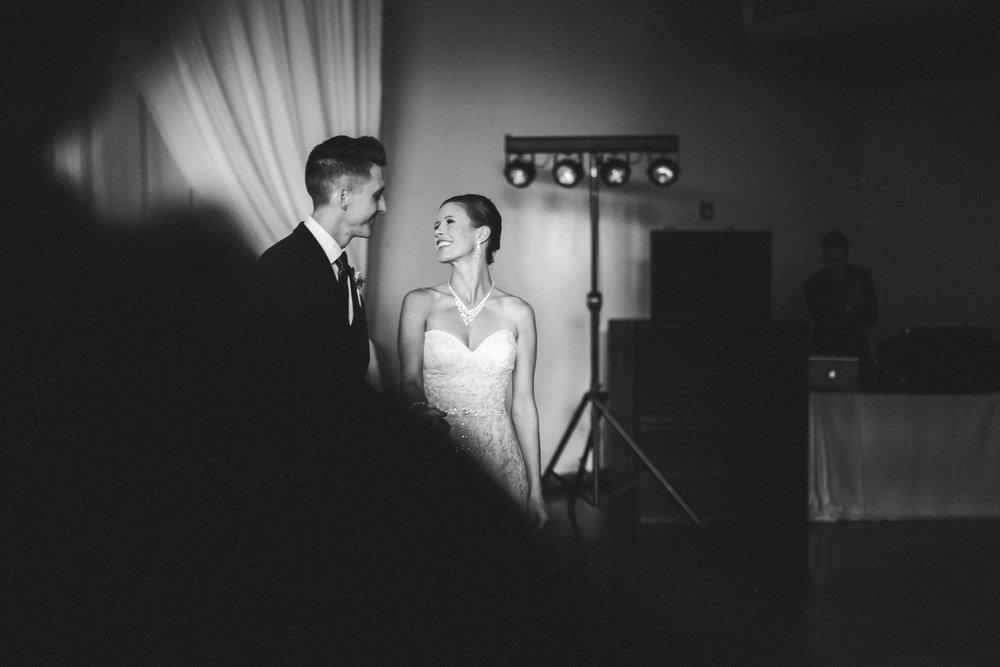 28-muse-event-center-wedding-minneapolis-photographer.jpg