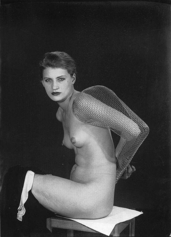 lee-miller-1930-man-ray-1423975624_b.jpg